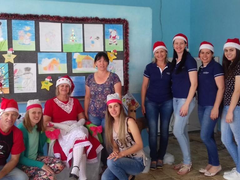 Núcleo de Mulheres Empreendedoras da AEI faz campanha de Natal na Escola Rural do Rio da Areia